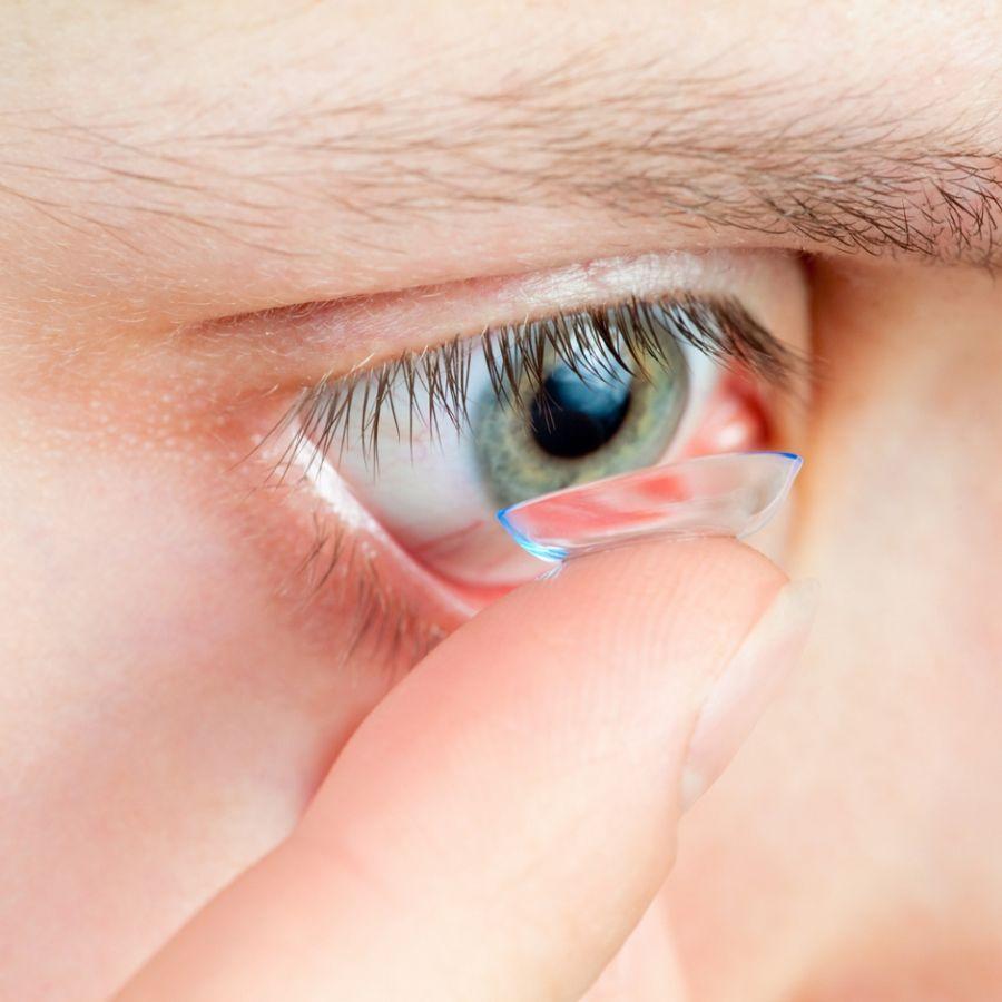 O problema seria que 15% da população não têm condições de usar lente de contato / Shutterstock / Dmitry Naumov