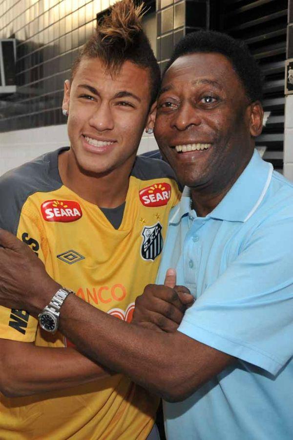 Pelé ao lado de Neymar: Rei crê que santista só precisa amadurecer / Divulgação Santos FC