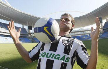 Túlio Maravilha pretende voltar ao Botafogo quando estiver a apenas sete gols do milésimo / Foto: Divulgação/Botafogo