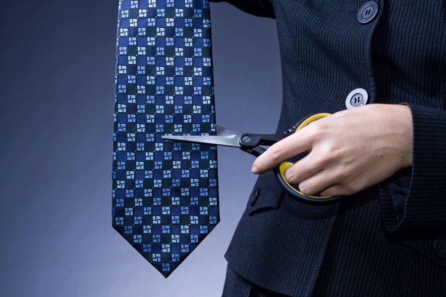 No Brasil, a tradição é cortar a gravata do noivo e arrecadar um dinheiro dos convidados / Denis Mironov/Shutterstock