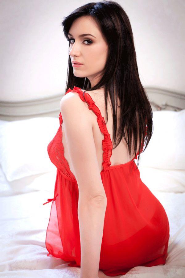Mulheres que usam vermelho chamam mais atenção dos homens / Mihai Blanaru/Shutterstock