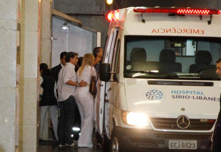 Pedro Leonardo chegou ao Sírio-Libanês escoltado pela polícia / Danilo Carvalho/AgNews