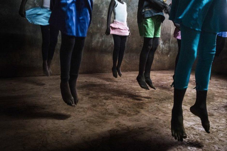 Série de fotos retrata o balé de crianças no Quênia