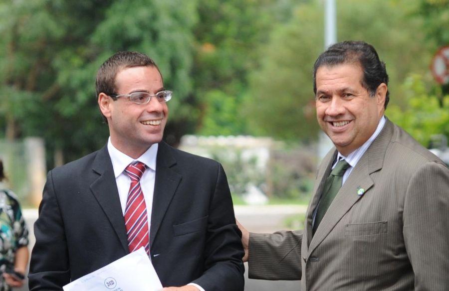O novo ministro do Trabalho, Brizola Neto, à esquerda do presidente do PDT, Carlos Lupi / Antônio Cruz/ABr