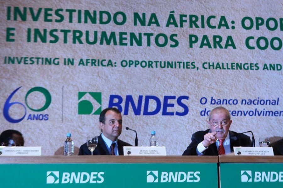Lula discursou nesta quinta-feira na sede do BNDES; ao lado dele, o governador do Rio, Sérgio Cabral / Ricardo Stuckert/Instituto Lula