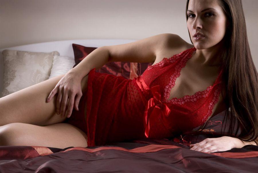Peças íntimas na cor vermelha indica mulheres apaixonadas e cheias de energia / Hans Van IJzendoorn/Shutterstock