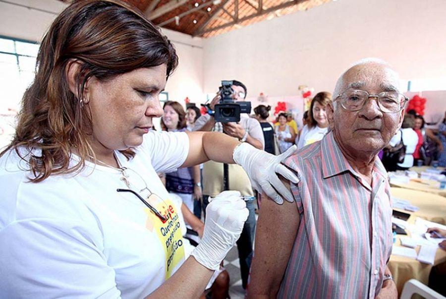 Mais de 24 milhões de pessoas devem ser vacinadas até 25 de maio / André Moreira/ Divulgação