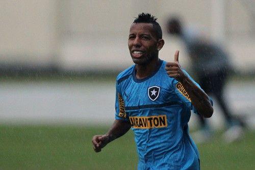 Vitor Junior é o novo reforço do Botafogo / Agif