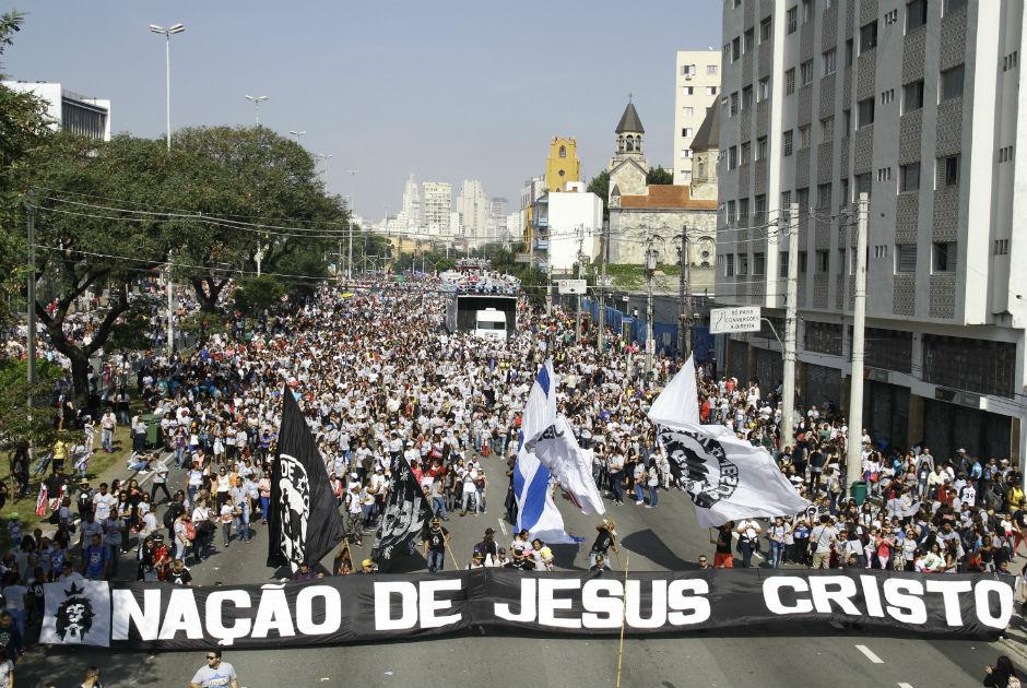 Milhares participam da Marcha para Jesus em SP
