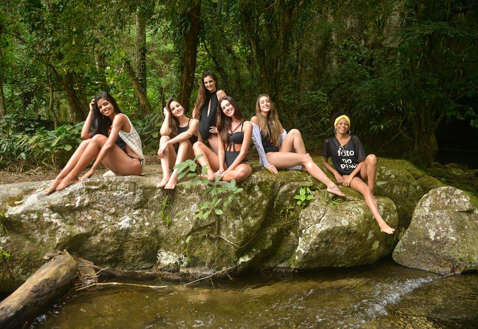 Candidatas curtem passeio em cachoeira