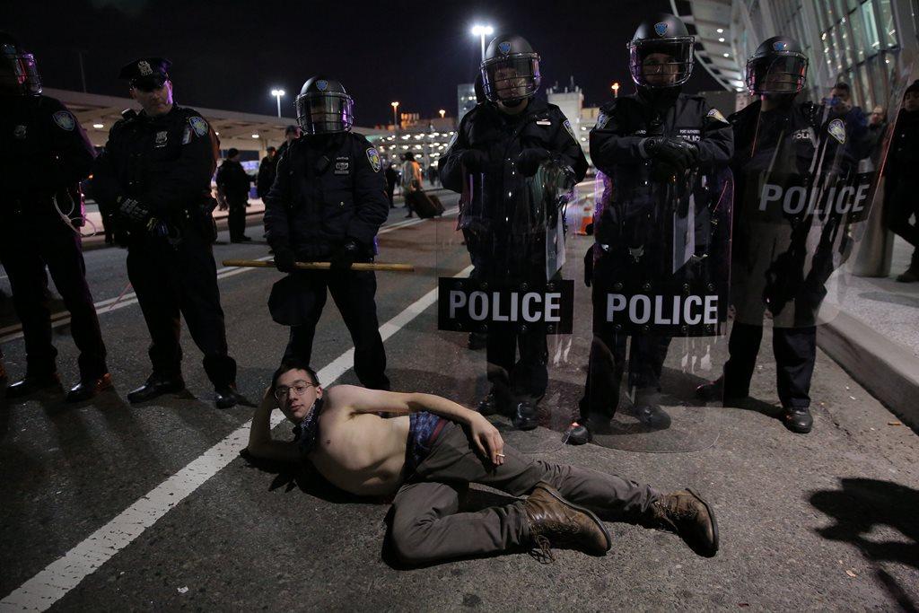 Protestos tomam principais aeroportos dos EUA
