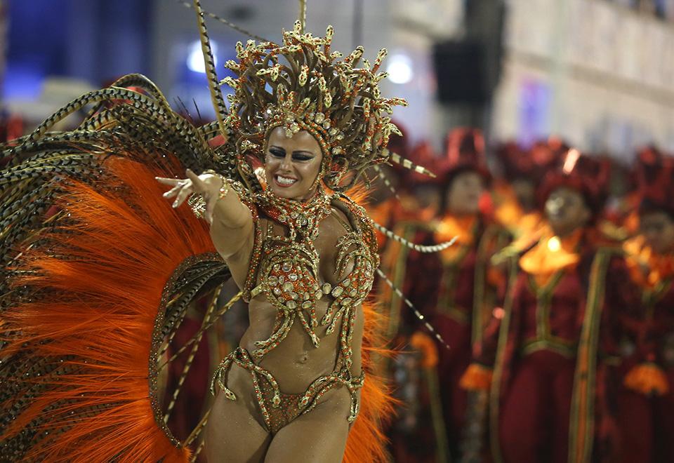 Viviane Araújo reinou absoluta no desfile da agremiação carioca