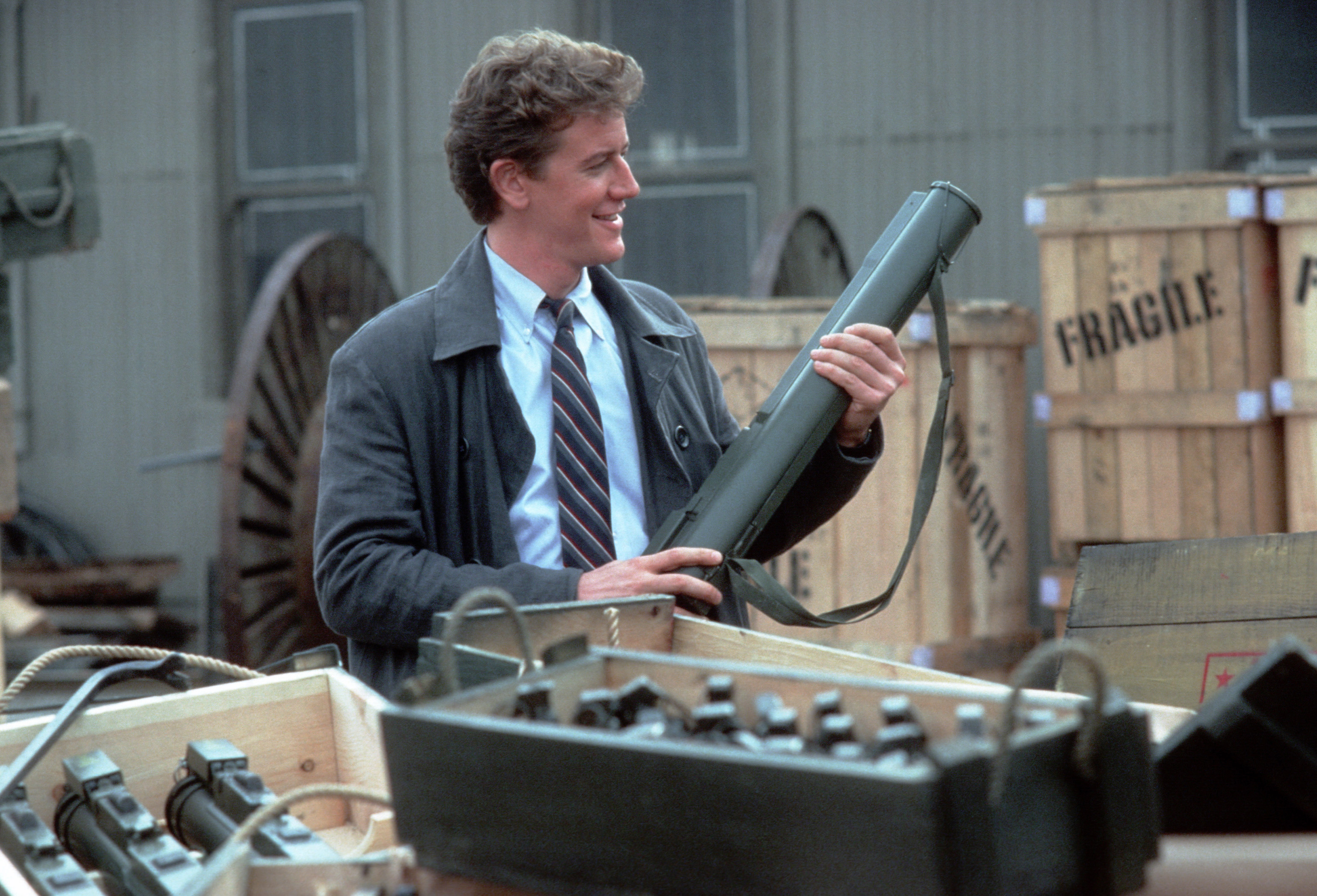 Judge Reinhold interpreta o oficial Billy Rosewood