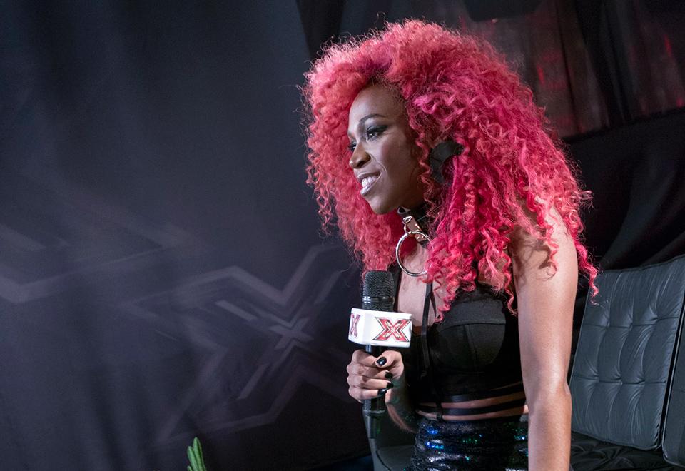 Karol Conka se apresenta no X Factor em noite de eliminação