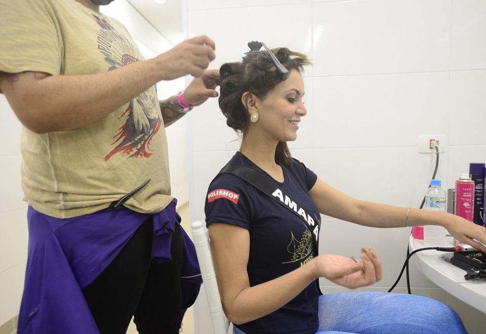 Candidatas ao Miss Brasil participam de prova de roupas
