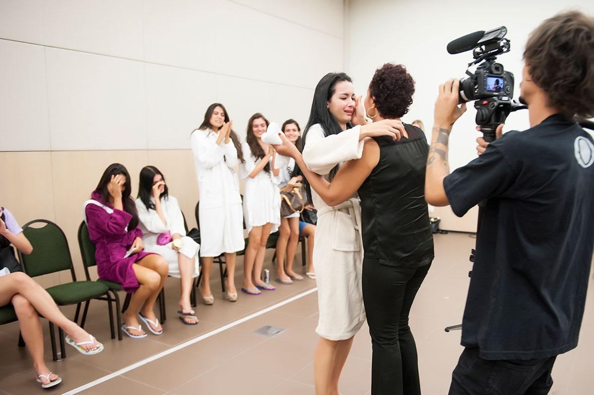 Reencontro de Maria Rosa Ferreira com sua filha, a Miss Mato Grosso