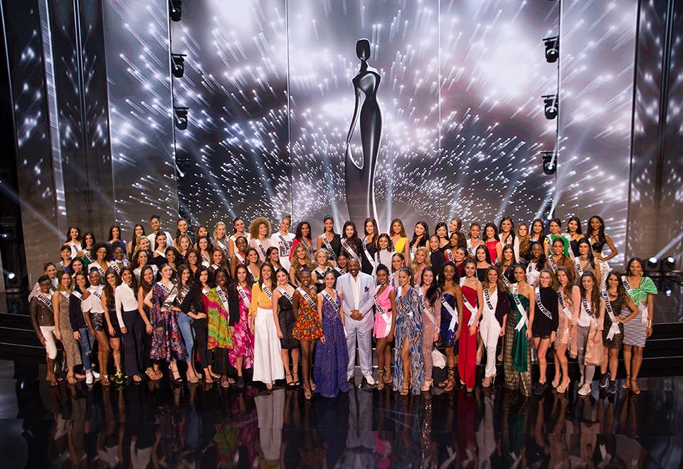 Candidatas à coroa de Miss Universo fazem ensaio geral