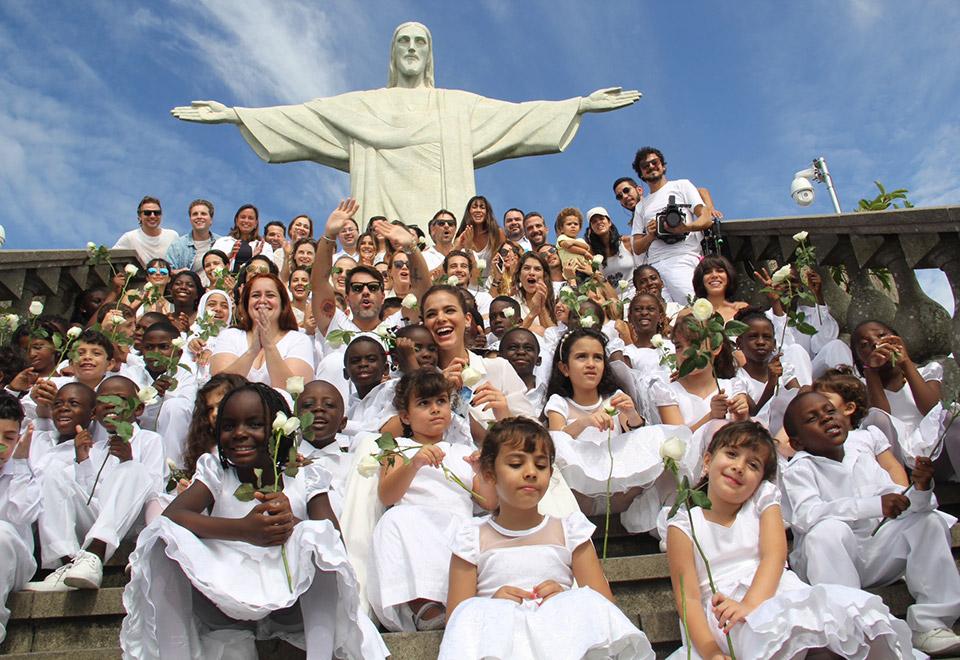 Artistas se reúnem no RJ em ato pela paz mundial