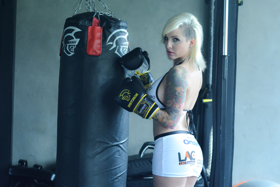 Veja ensaio de Clara Aguilar, ex-BBB que agora é ring girl