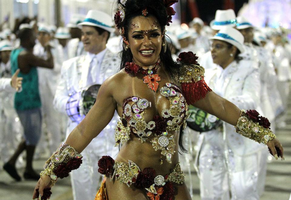 A rainha da bateria Raíssa Oliveira no desfile da escola de samba Beija-Flor de Nilópolis