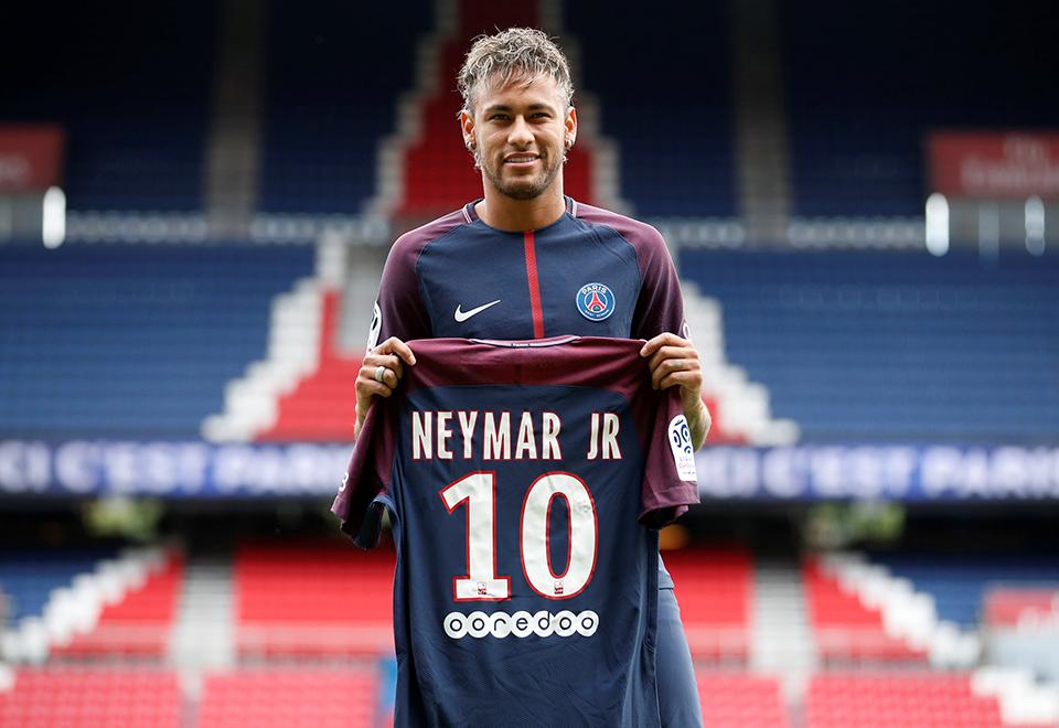 Neymar é apresentado no PSG