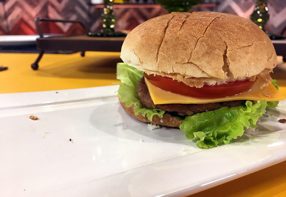 Raul Lemos soluciona a polêmica do hambúrguer