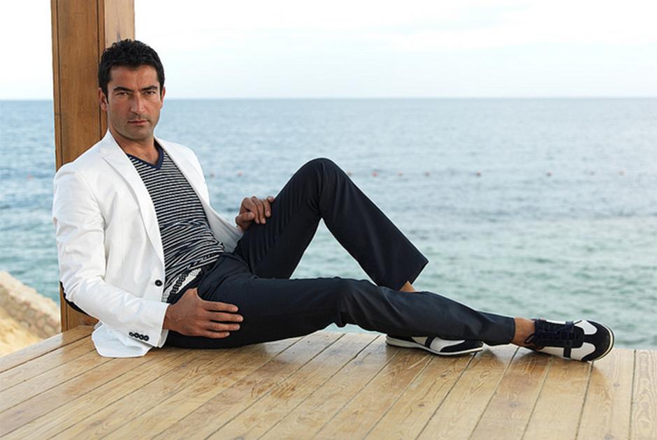 Kenan İmirzalıoğlu, protagonizou Ezel, na novela de mesmo nome.