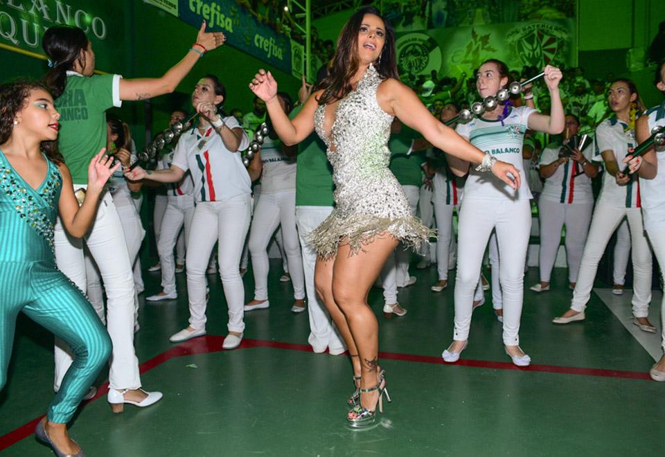 Viviane Araújo rouba a cena em festa da Mancha Verde