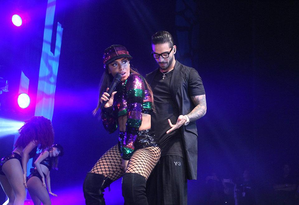Anitta sensualiza com Maluma