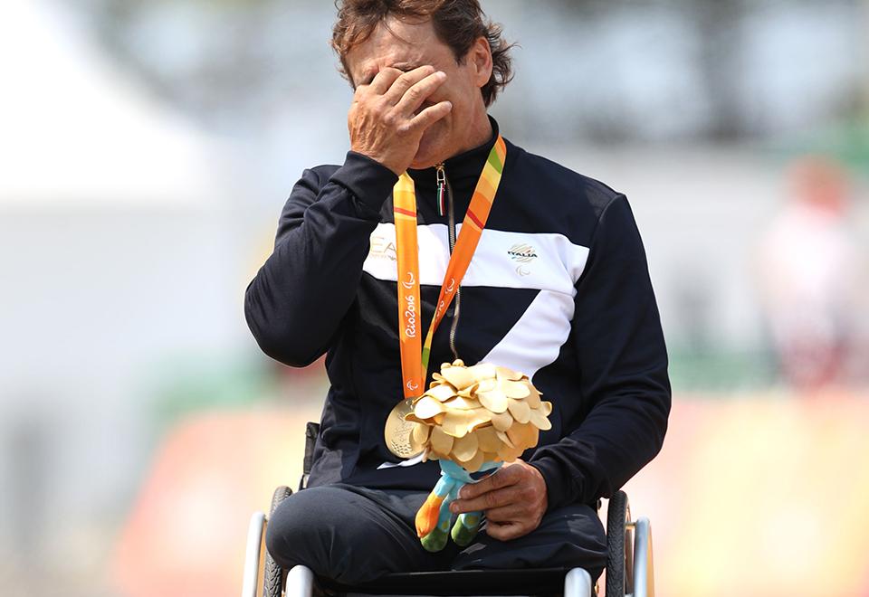 Ex-piloto Alex Zanardi conquista sua quarta medalha paraolímpica
