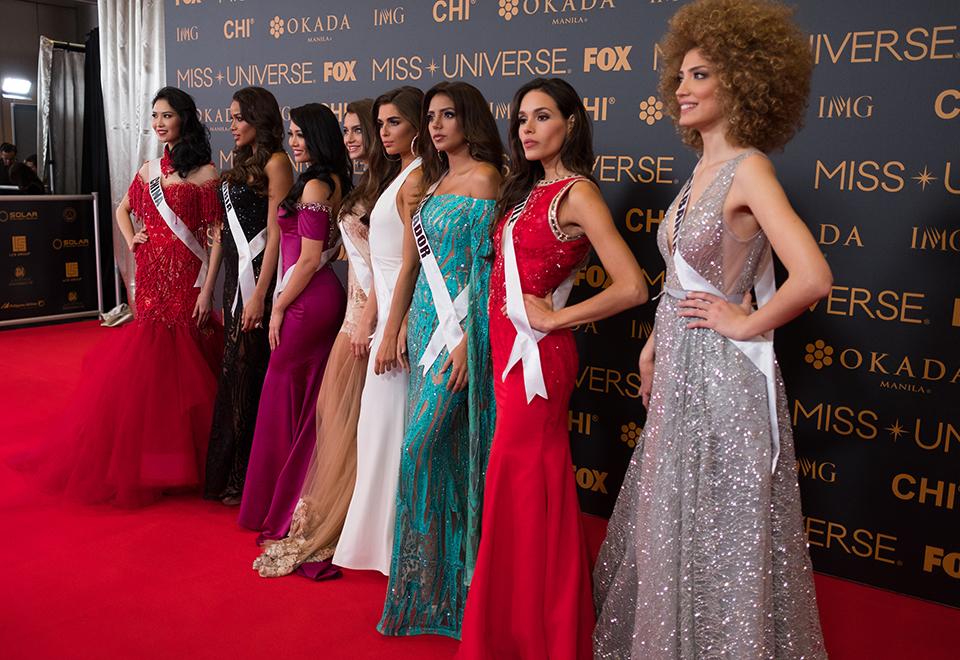 Misses desfilam por tapete vermelho antes da 65ª edição do Miss Universo