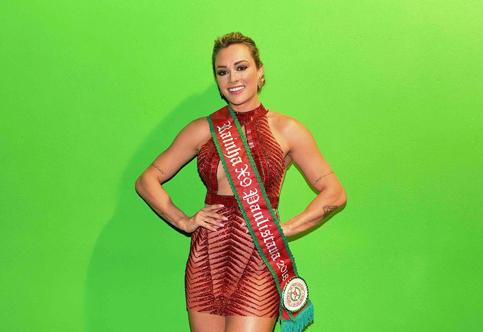 Juju Salimeni é coroada rainha de bateria da X-9 Paulistana