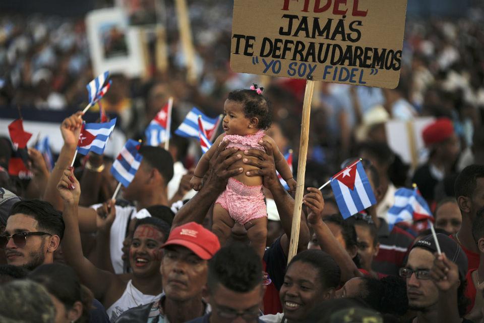 Cinzas de Fidel Castro chegam a Santiago de Cuba