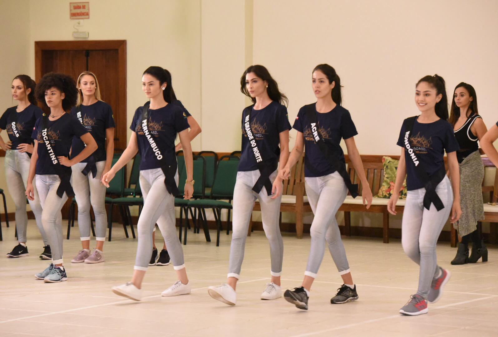 Aspirantes à coroa iniciam ensaio da coreografia