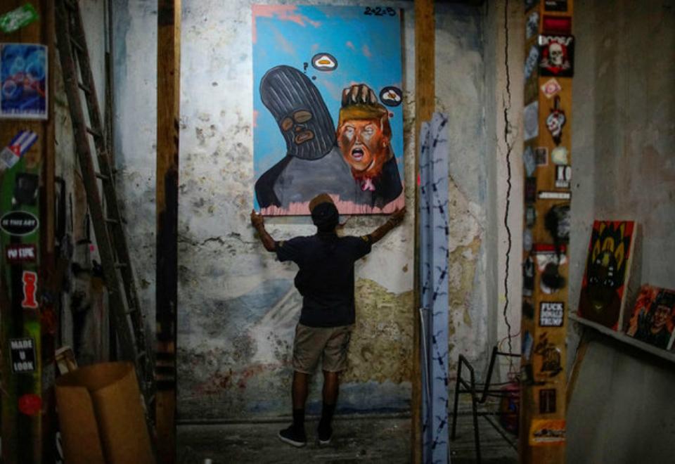 Grafiteiros cubanos levam crítica social aos muros