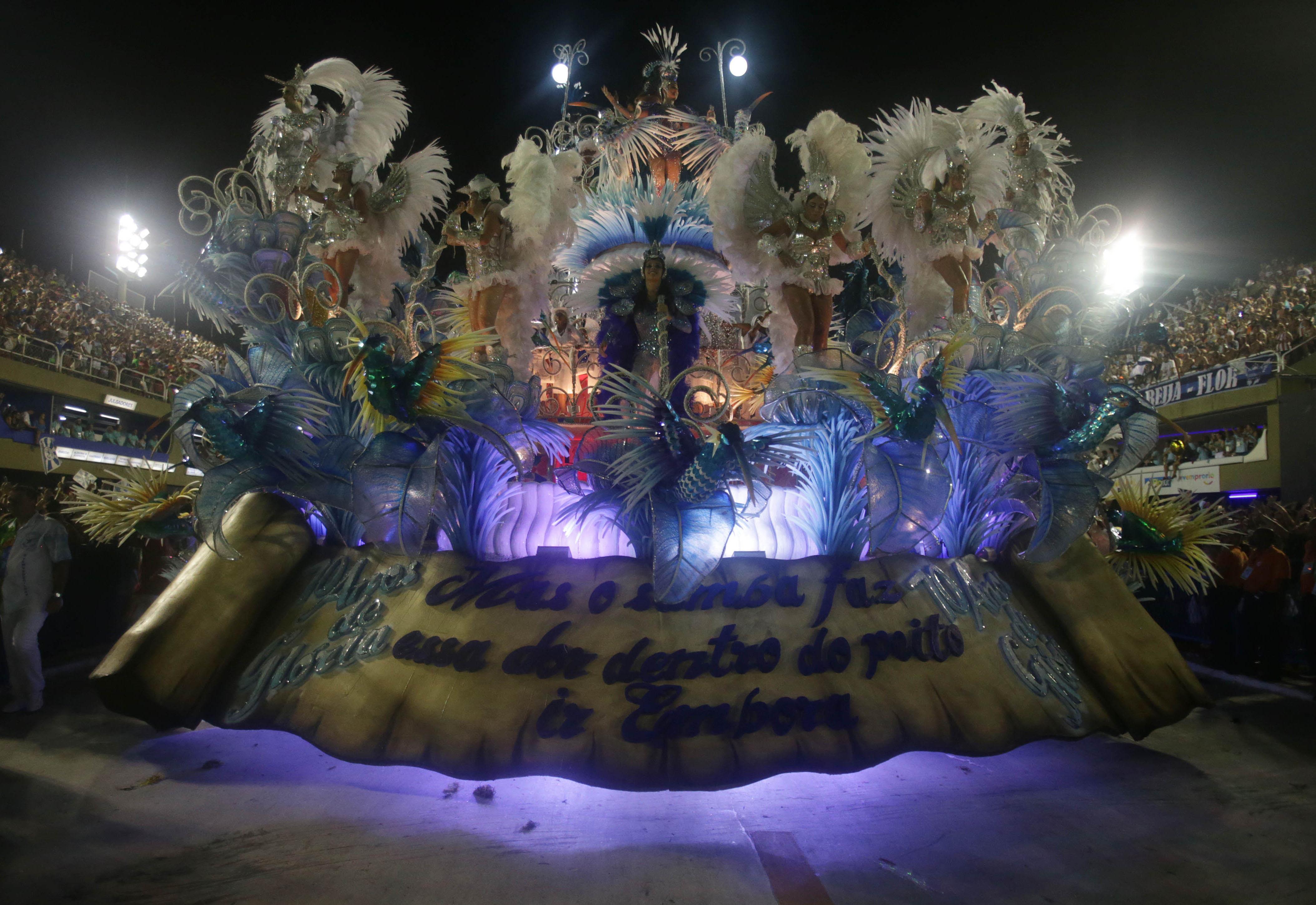 Com enredo político, Beija-Flor conquista o Carnaval
