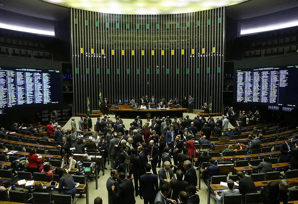 Câmara vota aceitação da denúncia contra Temer