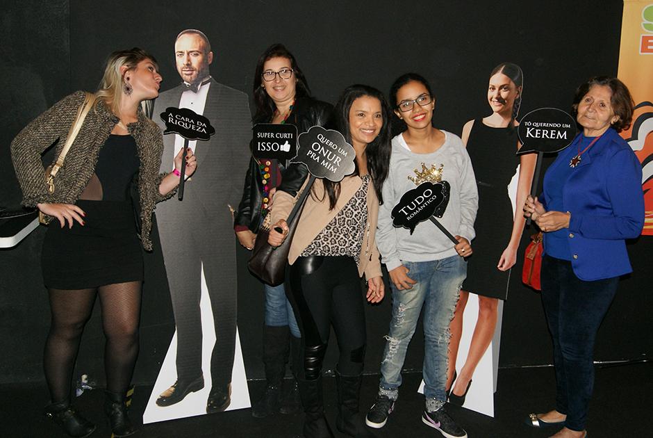 Confira os bastidores do pocket show de Laís na Band