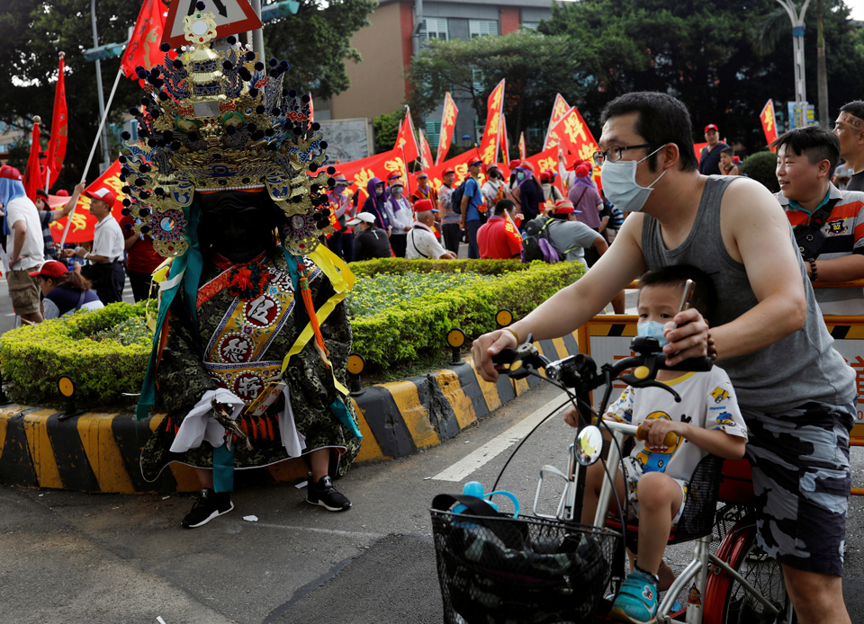 Taiwan quer banir queima de papel-moeda