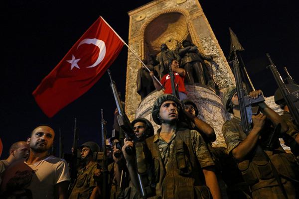 Turquia enfrenta tentativa de golpe militar