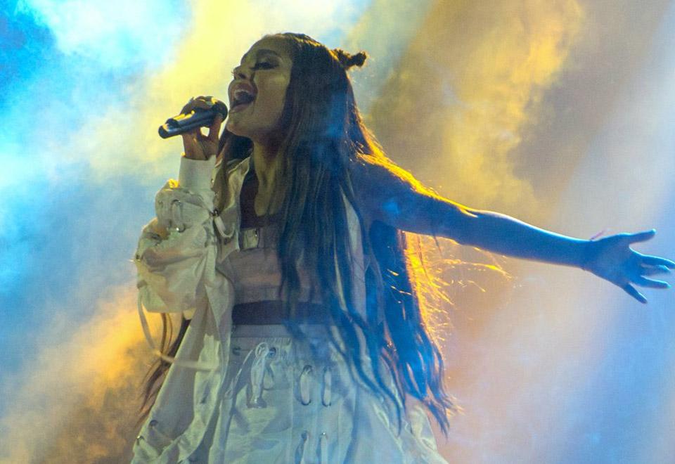 Ariana Grande reúne famosos em show no Rio