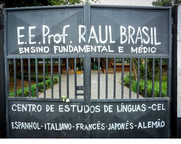 Parte dos alunos da Raul Brasil retorna à escola para buscar o material que ficou para trás
