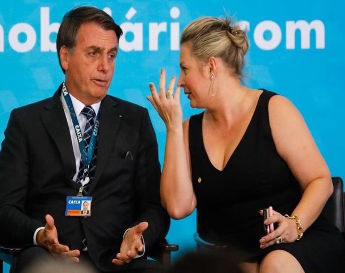 Ex-líder do governo no Congresso acusa Bolsonaro de usar cargo para ter benefícios