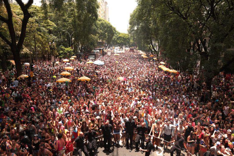 Maior carnaval de rua de São Paulo recebe mais foliões neste sábado