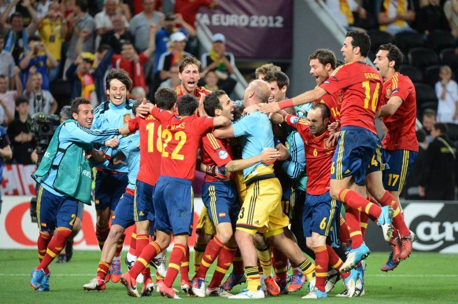 Como pode uma seleção com um futebol nada mais que CHATO ser campeã  européia 0c7e5af8d8e66