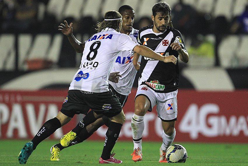 Douglas disputa bola no empate com ABC   Divulgação Vasco b8f44bc4a8e72