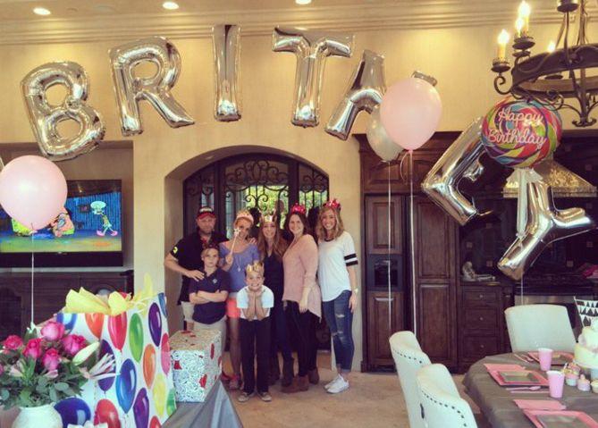 Britney Spears ganha festa surpresa de aniversário  Famosos  band