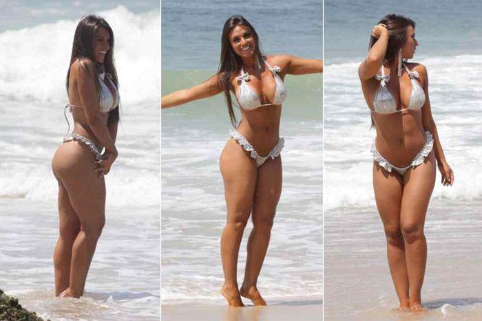 Nicole Bahls posa em praia de nudismo