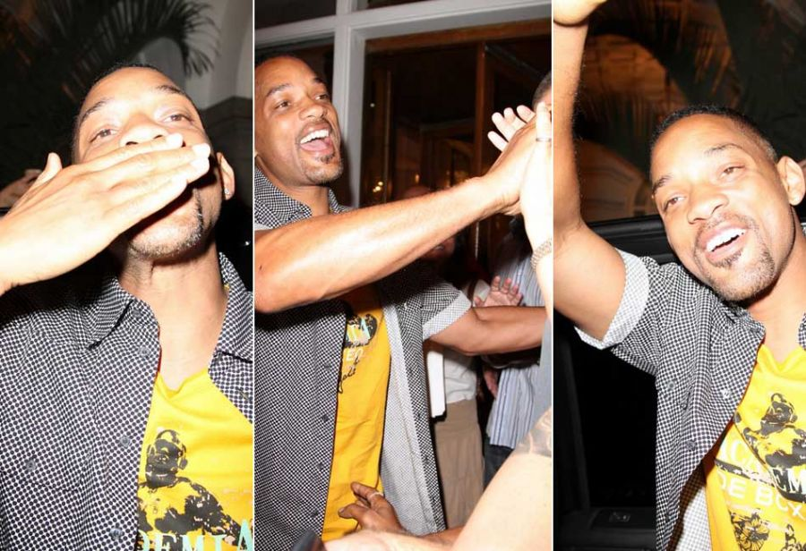 American actor Will Smith interacts with fans after leaving restaurant in Rio de Janeiro, on Wednesday night 22 February 2012