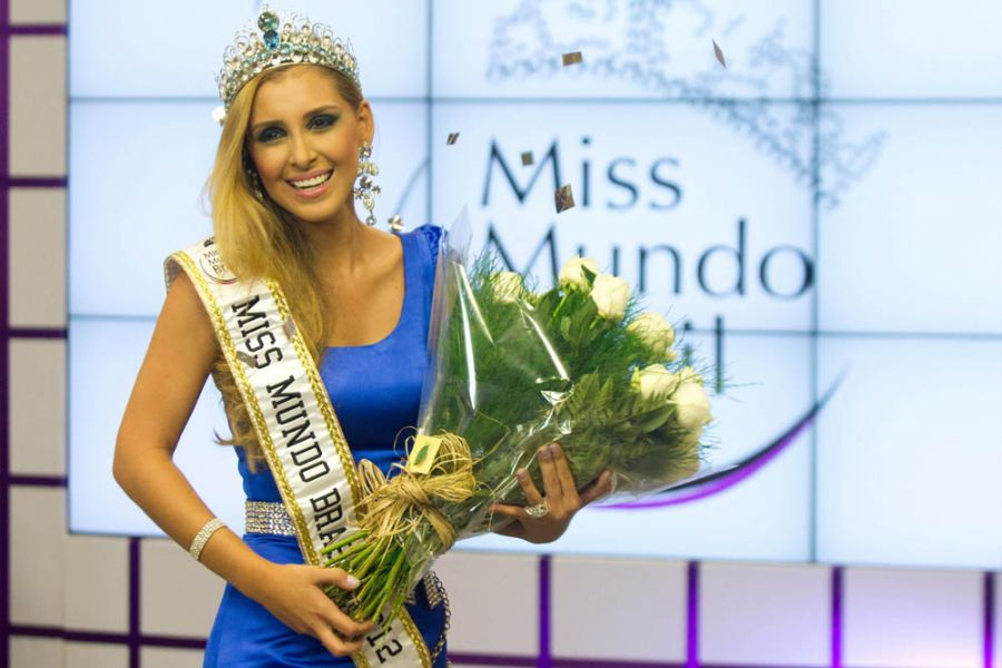 Mariana Notarangelo Crowned Miss Mundo Brasil 2012
